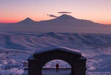 アララト山Charents